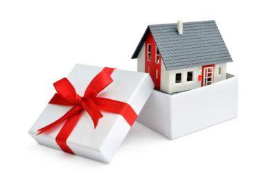 Как можно распорядится квартирой если есть дарственная — подарили дом что дальше